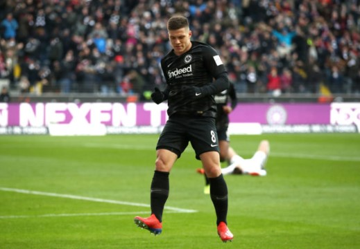 Luka Jovic Gagal Mendarat di Camp Nou